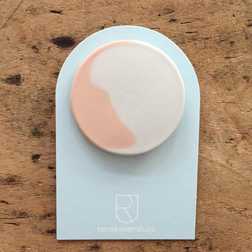 Broche ronde rose pâle