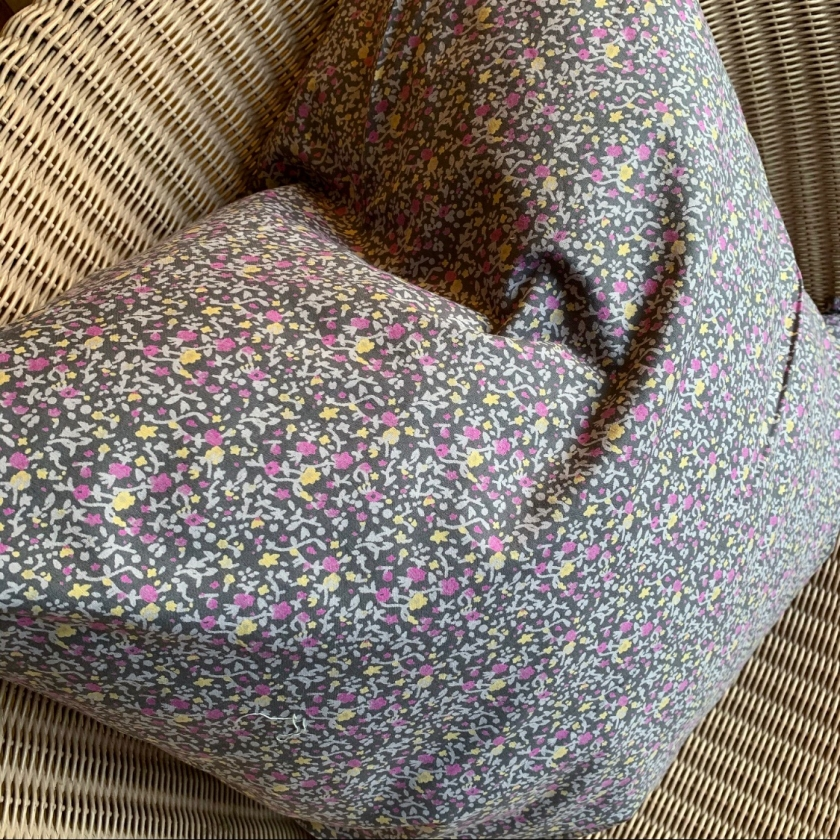 Coussin fleurs anthracite